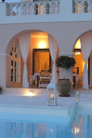villa casa del sol pool by night